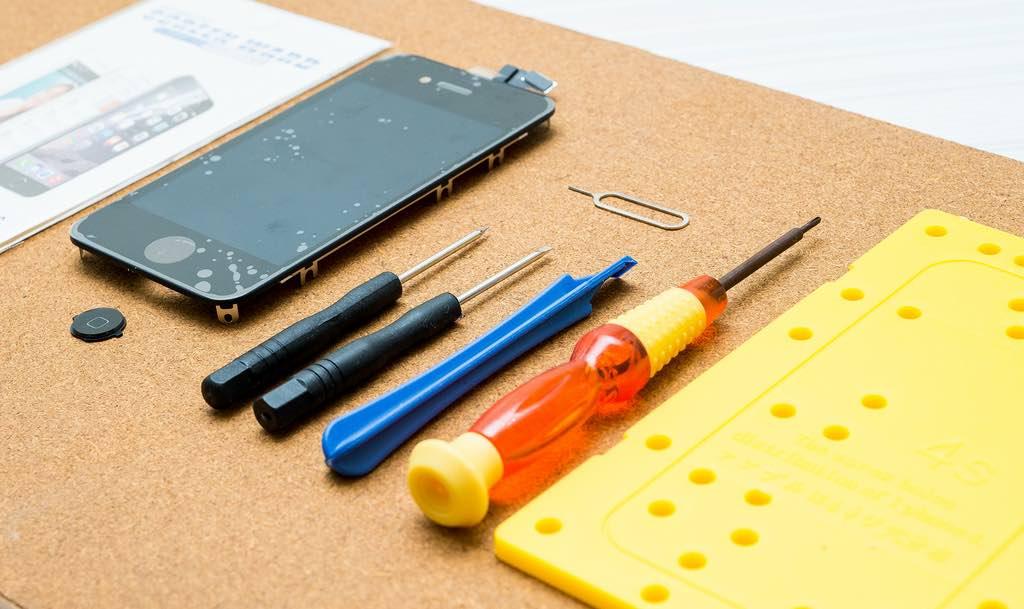 媽媽的 iPhone 4S 壞了?網路買零件自己換,輕鬆換新再戰三年!