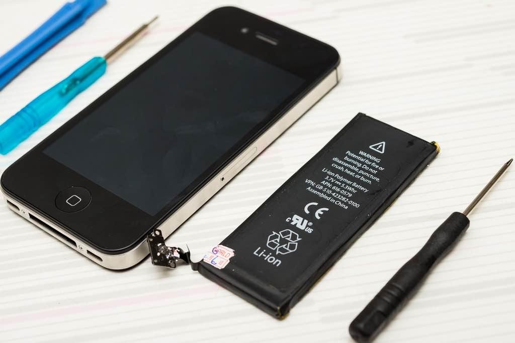 修 iPhone 買不到零件?網路大神讓你光買零件就能「組出一支 iPhone」!