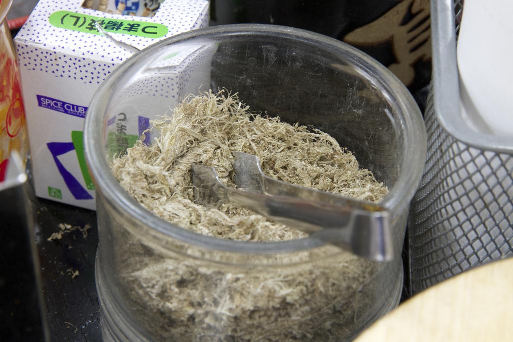 比泡麵還快!這種白昆布放到水裡加點蔥花,立刻完成日式高湯!