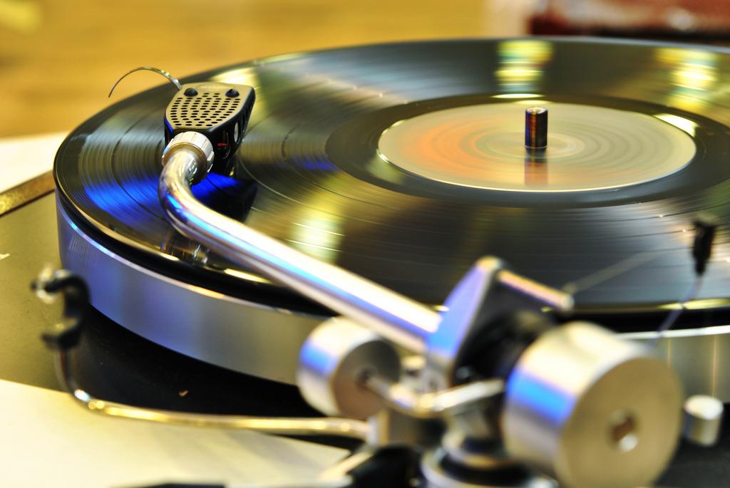 黑膠唱片如何發出聲音?老音響迷所追求的類比浪漫