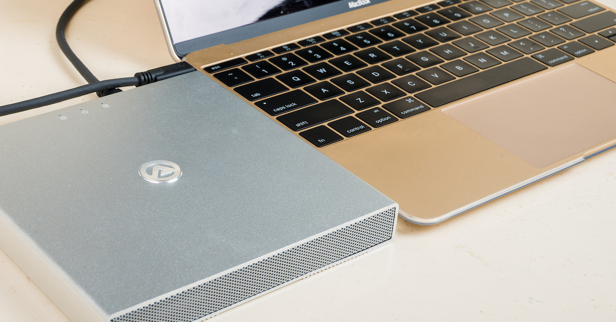 AKiTiO 迷你金牛 U3.1 雙硬碟外接盒評測:一顆不夠用?讓你裝兩顆還能組 RAID0 陣列來加速