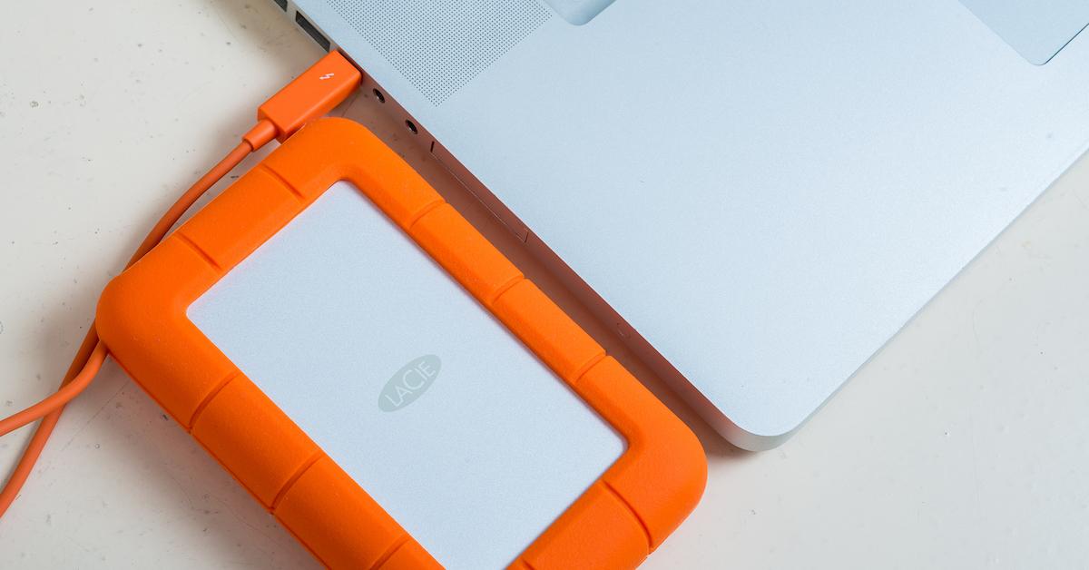 LaCie Rugged 2TB ThunderBolt 評測:有批 ThunderBolt 外接硬碟好便宜啊! 還耐摔防撥水呢~