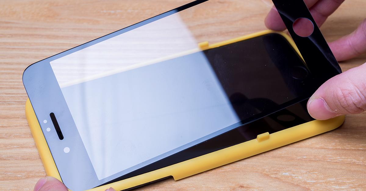 不要怕!把握五步驟與三大要訣,iPhone 保護貼自己 DIY 就能輕鬆貼好囉~