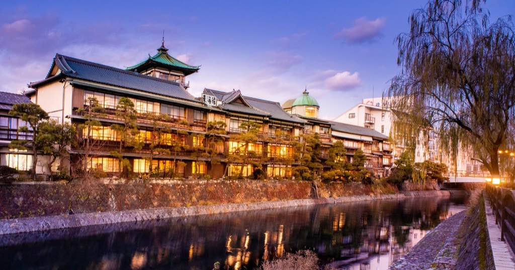 日本伊豆半島私房必訪:伊東「東海館」|百年古蹟內附免費溫泉的平價青年旅館